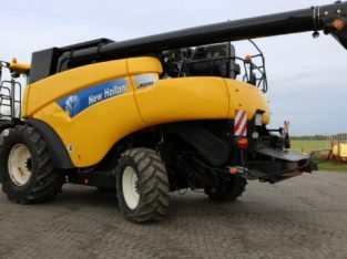 Kombajn New Holland CR 9090 Elevation